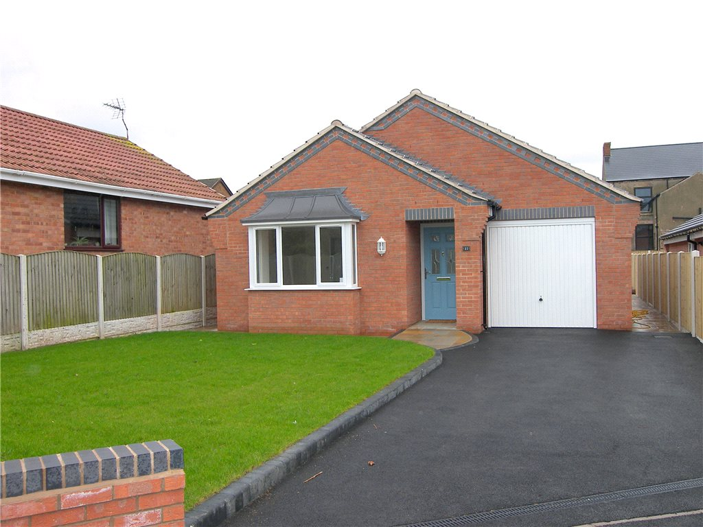 3 Bedrooms Detached Bungalow for sale in School Close, Stonebroom, Alfreton, Derbyshire, DE55
