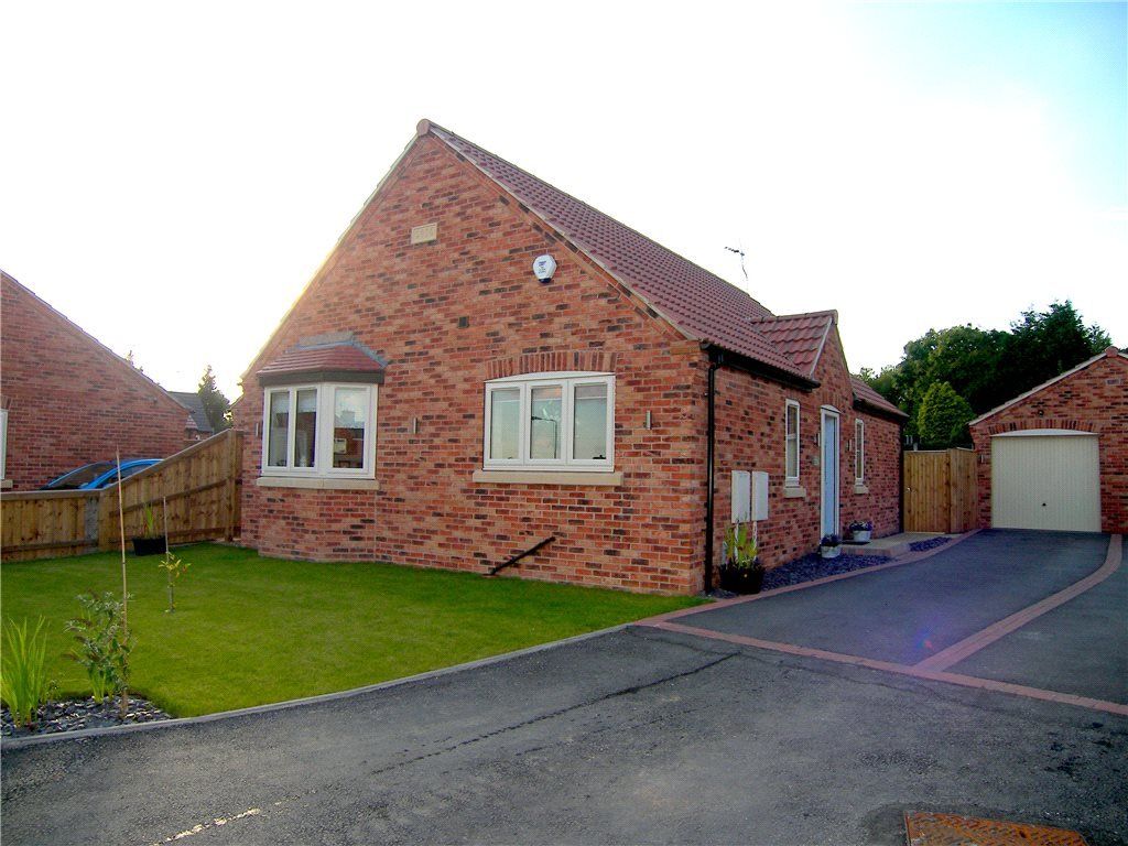 2 Bedrooms Detached Bungalow for sale in Brookhill Gardens, Pinxton, Nottingham, Nottinghamshire, NG16