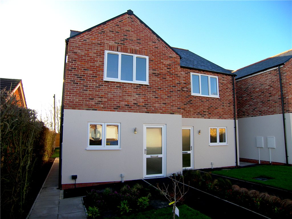 2 Bedrooms Semi Detached House for sale in De Peverel Court, Shirland, Alfreton, Derbyshire, DE55