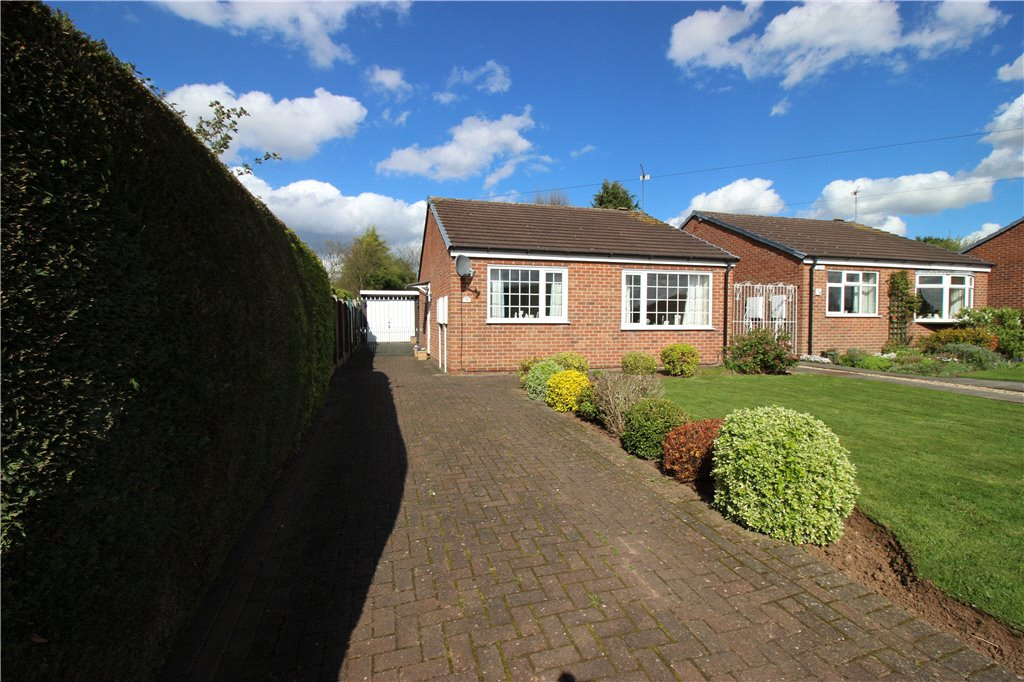 2 Bedrooms Detached Bungalow for sale in Hollymoor Drive, Chellaston, Derby, Derbyshire, DE73