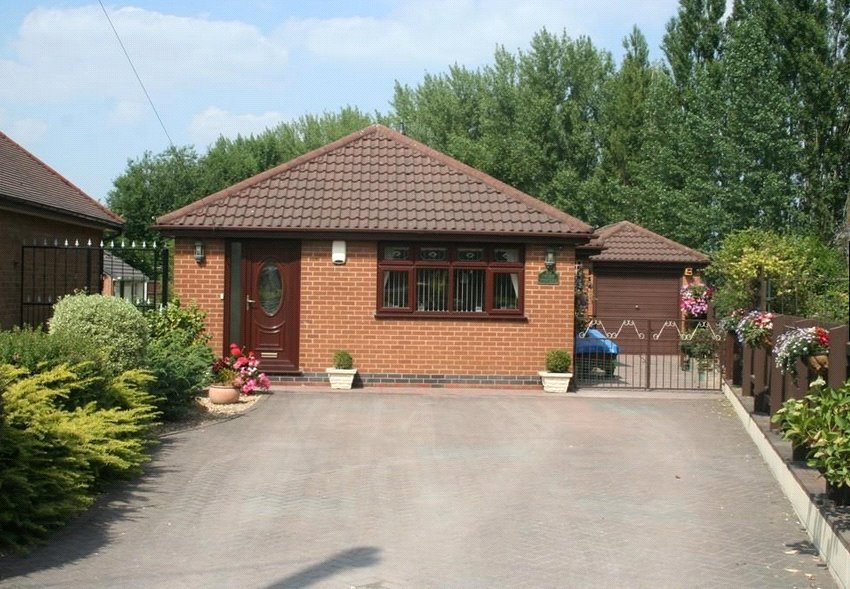 3 Bedrooms Detached Bungalow for sale in Duke Street, Ilkeston, Derbyshire, DE7